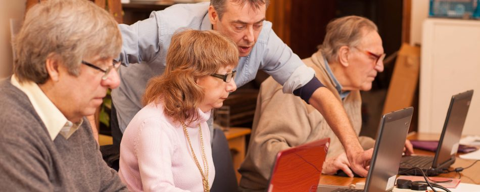 Volunteer supporting people who are using computers